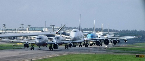 Aircraft queuing at Changi Airport, Singapore. NATS has been working at the airport to help increase capacity. Image by  Simon_sees vis Flickr